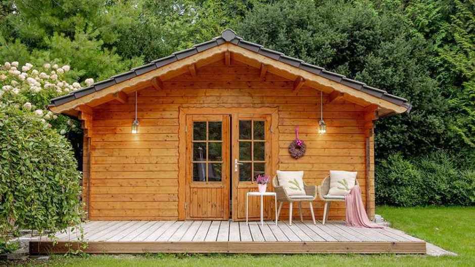 A nicely decorated shed